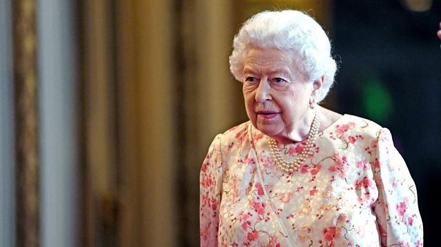 Η βασίλισσα Ελισάβετ αναζητά σεφ με μισθό 25.000 ευρώ το χρόνο