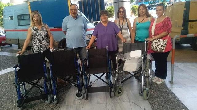 Αναπηρικά αμαξίδια και πιεσόμετρα προσέφεραν οι τρίτεκνοι στο Νοσοκομείο
