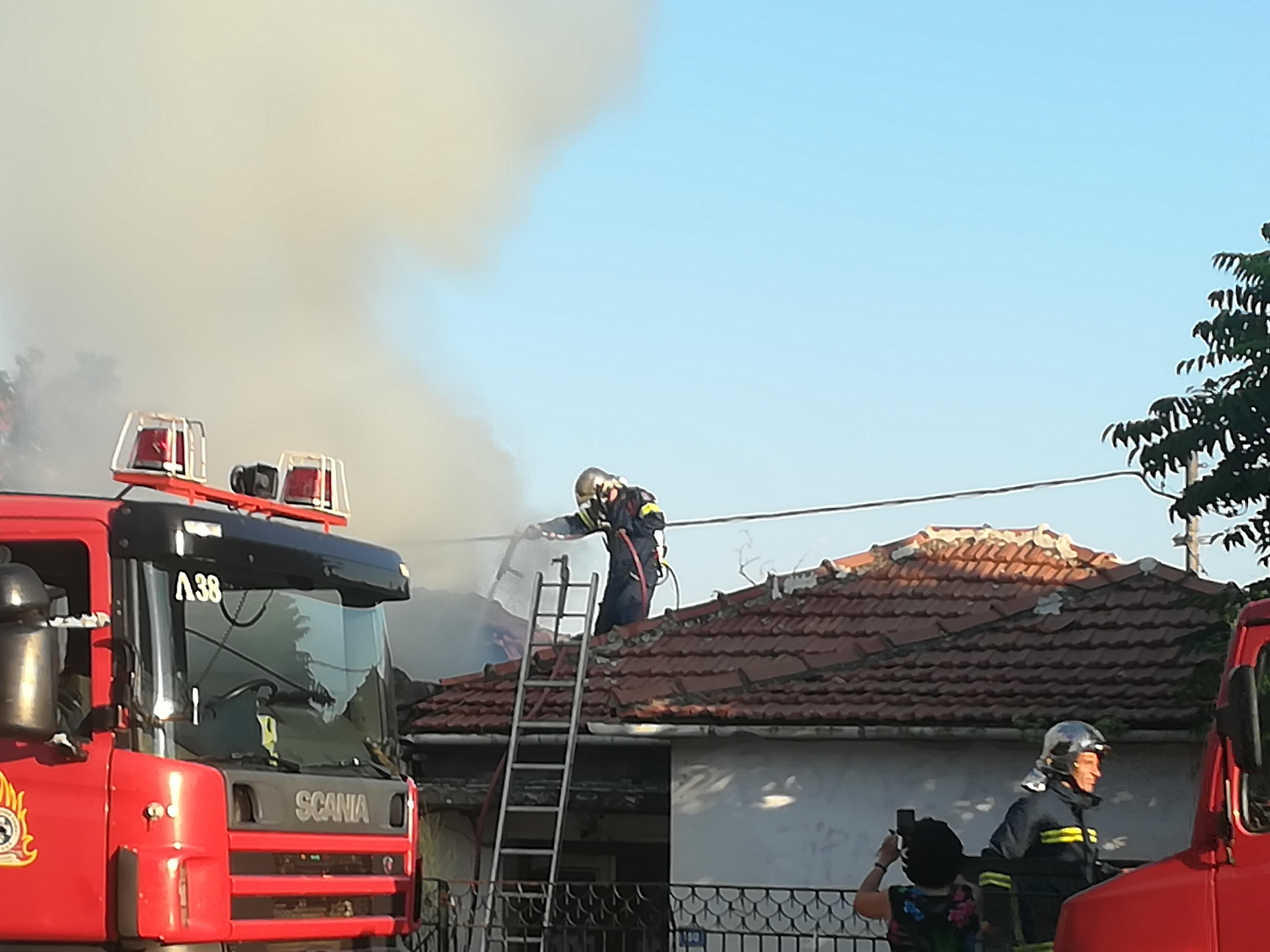Συναγερμός  στην Πυροσβεστική- Στις φλόγες τυλίχτηκε σπίτι στον Άναυρο