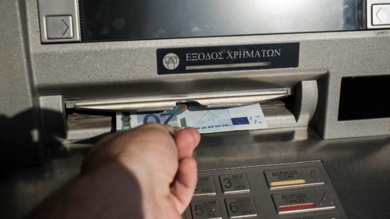 Από σήμερα χαράτσι ως 3 ευρώ για ανάληψη από ΑΤΜ