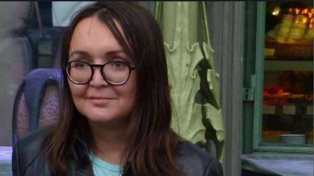 Ρωσία: Δολοφονήθηκε γνωστή ακτιβίστρια για τα δικαιώματα των ΛΟΑΤΚΙ