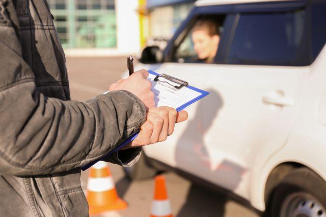 Επανέρχεται το παλαιό καθεστώς για τα διπλώματα οδήγησης για 6 μήνες