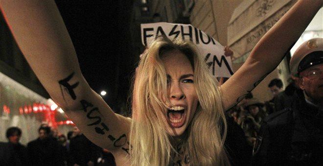 Γυμνόστηθη διαμαρτυρία υπέρ της Ρακέτε στην Ιταλία