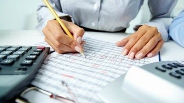 Πόσο θα μειωθεί ο φόρος για μισθωτούς- συνταξιούχους