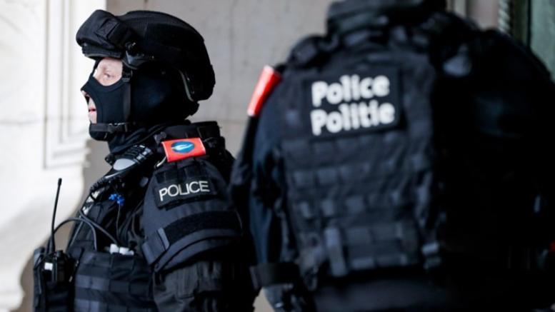 Εμποροι ναρκωτικών παραδόθηκαν ...λόγω καύσωνα