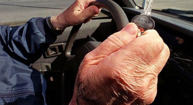 Διπλώματα: Τέλος στην ταλαιπωρία για ηλικιωμένους