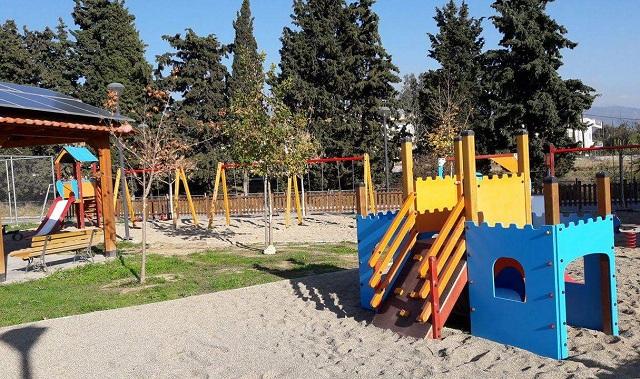 Φθορές σε παιδικές χαρές επιδιορθώνει ο Δήμος Βόλου