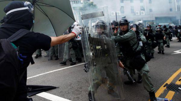 Χονγκ-Κονγκ: Βίαιες συγκρούσεις μεταξύ διαδηλωτών & αστυνομίας