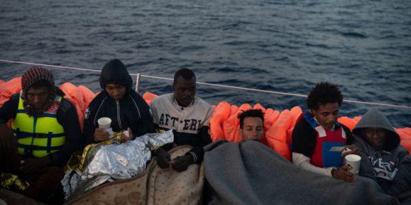 Λιβύη: Ανασύρθηκαν 55 σοροί μετά το ναυάγιο πλοίου που μετέφερε μετανάστες