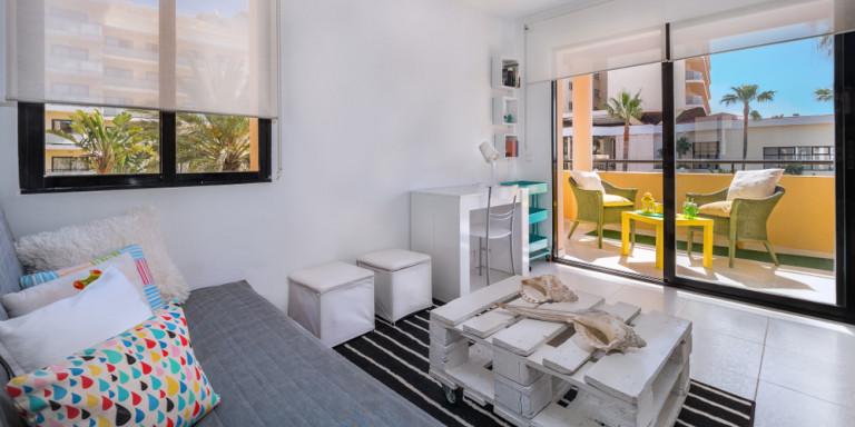 Αδήλωτα Airbnb: Ερχονται χιλιάδες «ραβασάκια» και πρόστιμα από την ΑΑΔΕ
