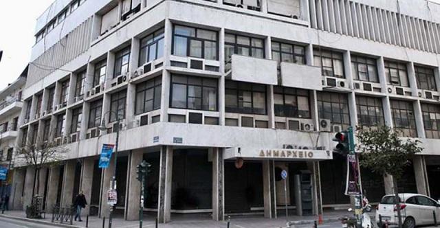 Αναστάτωση στο δημαρχείο Λάρισας με διαμαρτυρόμενο άντρα -Αστυνομία και ΕΚΑΒ στο κτίριο