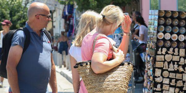 Πόσα ξοδεύουν οι Γερμανοί τουρίστες: Ενας στους τρεις «τρώει» κάτω από 750 ευρώ στις διακοπές