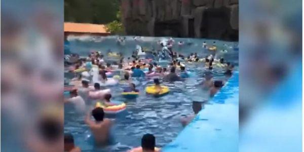 Τρόμος σε water park: «Τσουνάμι» σε πισίνα τραυμάτισε 44 άτομα στην Κίνα