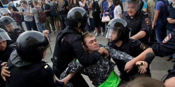 Προσήχθησαν 600 διαδηλωτές στη Ρωσία - Ζητούν τη διεξαγωγή ελεύθερων εκλογών