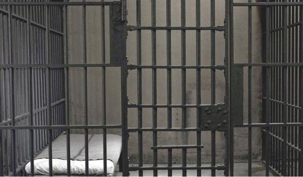 Αδειάζουν... τα κελιά στις φυλακές Κασσαβέτειας