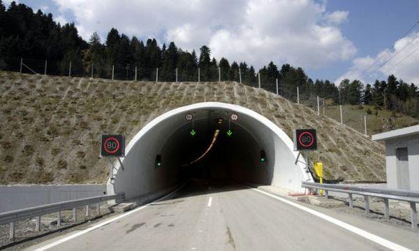Στα σκοτάδια το τούνελ της Γορίτσας