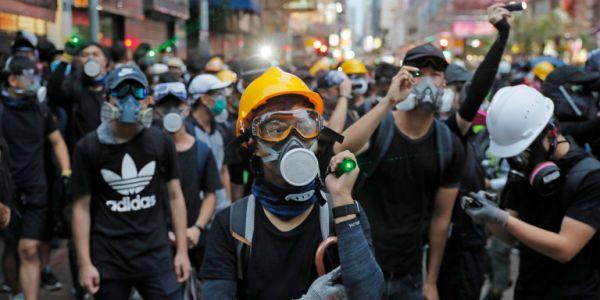 Ξανά στους δρόμους του Χονγκ Κονγκ οι διαδηλωτές