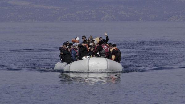 Συνελήφθησαν 330 μετανάστες που προσπαθούσαν να πάνε στη Λέσβο