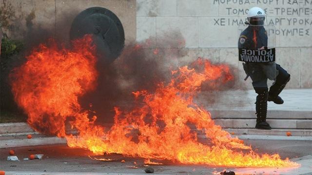Ποινικός Κώδικας: Κακούργημα οι μολότοφ - βαριές ποινές σε εμπρηστές