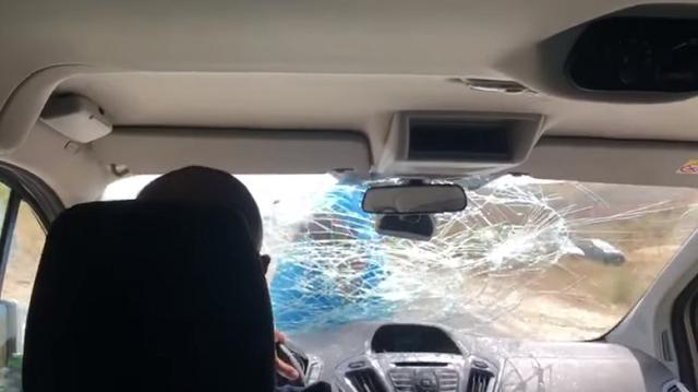 Εστιάτορας πήρε στο κυνήγι τουρίστες και γαντζώθηκε στο αυτοκίνητό τους