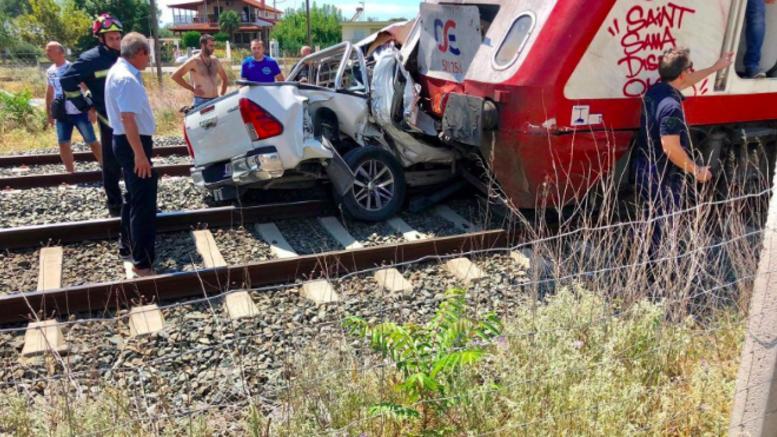 Νεκρή έγκυος γυναίκα μετά από σύγκρουση ΙΧ με τρένο