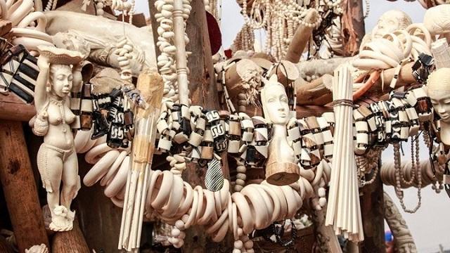 Κένυα: Όταν τα φιλντισένια βραχιόλια οδηγούν τις τουρίστριες... στη φυλακή