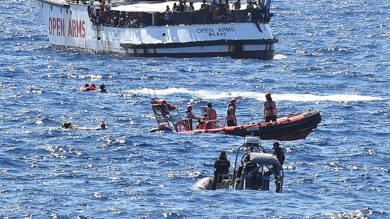 Αποβίβαση μεταναστών στη Λαμπεντούζα αποφάσισε ο εισαγγελέας