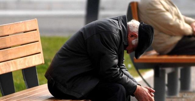 Απατεώνες πήραν 5.000 ευρώ και χρυσαφικά από ζευγάρι τυφλών υπερηλίκων στον Αμπελώνα