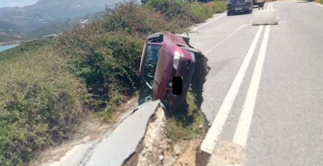 «Έφυγε» ο δρόμος κάτω από το αυτοκίνητο [εικόνες]
