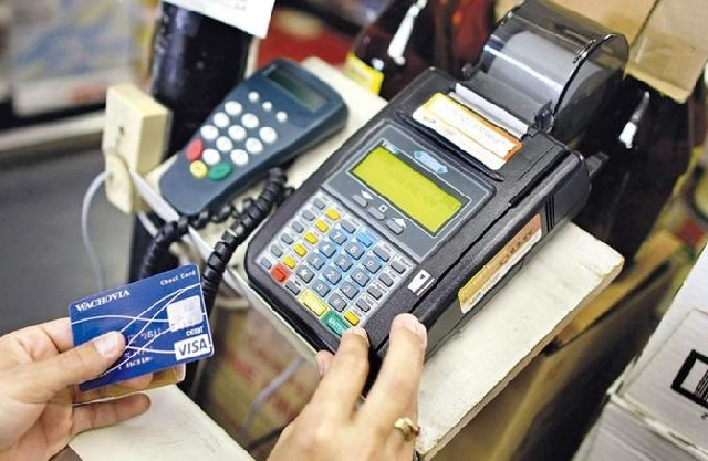Τί αλλάζει στις ανέπαφες συναλλαγές με κάρτα