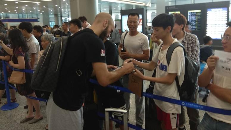 Σκηνές λατρείας για την εθνική Ελλάδος μπάσκετ στη Σανγκάη [εικόνες]