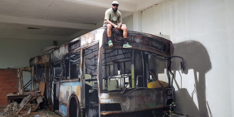 H οφθαλμαπάτη που έγινε viral: Κι όμως δεν κάθεται πάνω σε λεωφορείο [εικόνα]
