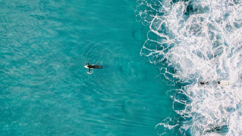 Ξεχάστηκε στο κολύμπι και την βρήκαν ανοιχτά της θάλασσας