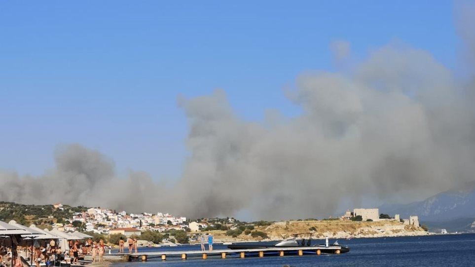 Φωτιά στη Σάμο: Εκκενώθηκαν ξενοδοχεία