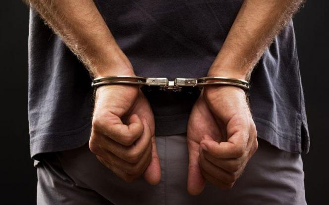 Αθήνα: 2 συλλήψεις για παράνομη διακίνηση μεταναστών - Έκλειναν συμφωνία για 6.000€