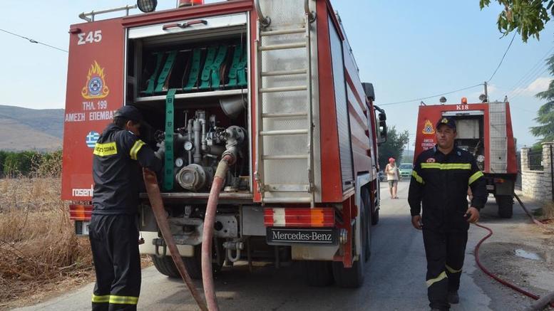 Φωτιά στην εθνική οδό στο ύψος της Λυκόβρυσης