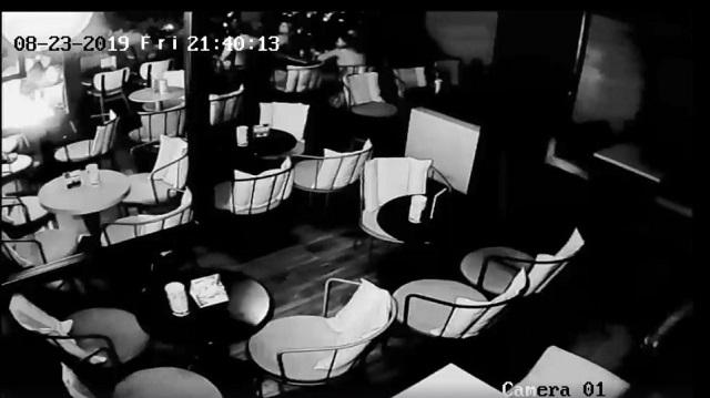 Εξερράγη κινητό τηλέφωνο σε καφετέρια στα Τρίκαλα