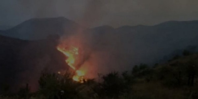 Μεγάλη φωτιά στο Δέλβινο της Αλβανίας