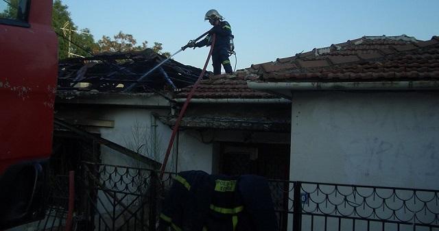 Φωτιά σε εγκαταλελειμμένο κτήριο στον Αναύρο