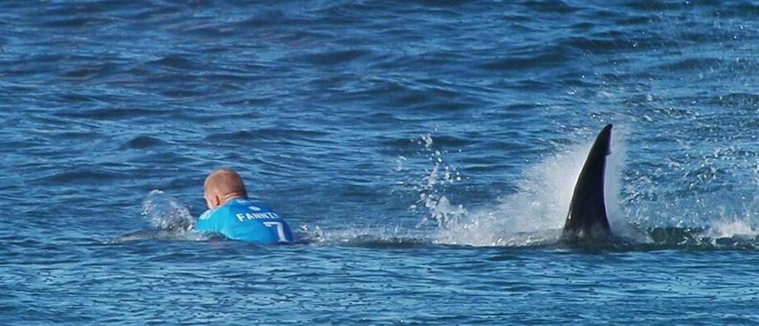 """Εκανε άλμα στον αέρα και """"προσγειώθηκε"""" σε καρχαρία δύο μέτρων"""
