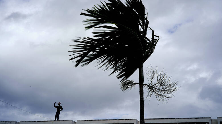 Σφοδρός τυφώνας «σαρώνει» τις Μπαχάμες