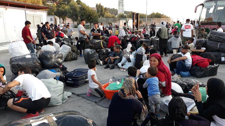 Σε εξέλιξη η επιχείρηση μετακίνησης 1500 μεταναστών