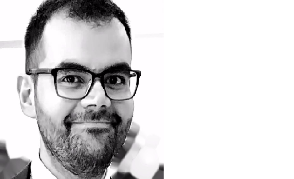 Γιώργος Μουτσινάς: Ερχεται για να ταράξει τα νερά της ποίησης