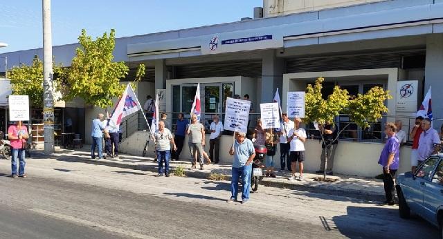 Διαμαρτυρία στη ΔΕΗ για τις αυξήσεις στο τιμολόγιο ρεύματος
