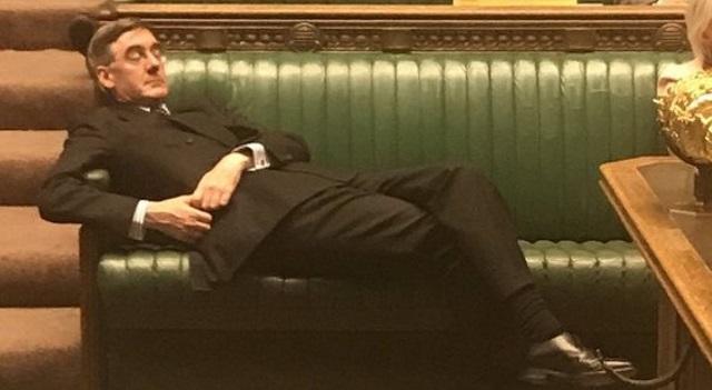 Σάλος με το... κοιμώμενο πρωτοπαλίκαρο του Τζόνσον στο Κοινοβούλιο