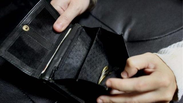 20χρονη «άδειασε» πορτοφόλια υπαλλήλων καφετέριας