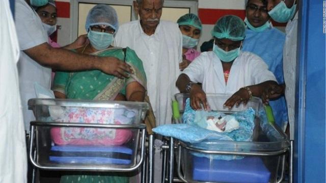 Ινδία: 73χρονη γέννησε δίδυμα και την επομένη ο 82χρονος σύζυγός της υπέστη εγκεφαλικό