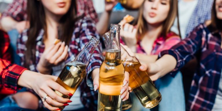 Παγκόσμιος Οργανισμός Υγείας: Οι Eλληνες πίνουν λιγότερο αλκοόλ -Ποιοι το «τσούζουν»