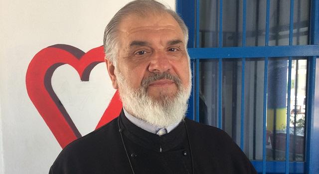 Τιμήθηκε για την προσφορά του στην εκπαίδευση ο π. Ιωάννης Μανίκας
