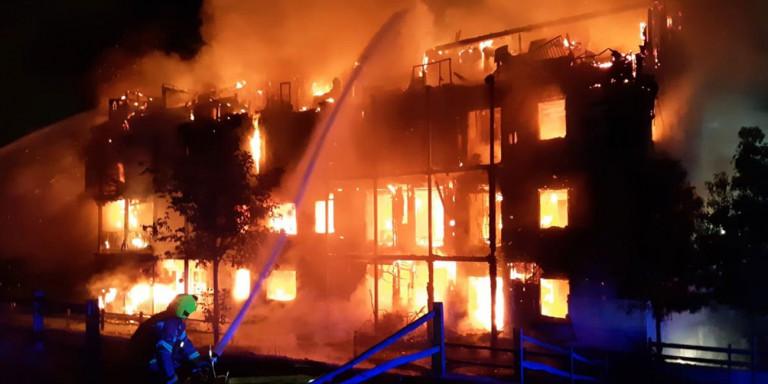 Ισχυρή έκρηξη και φωτιά σε κτίριο στο Λονδίνο